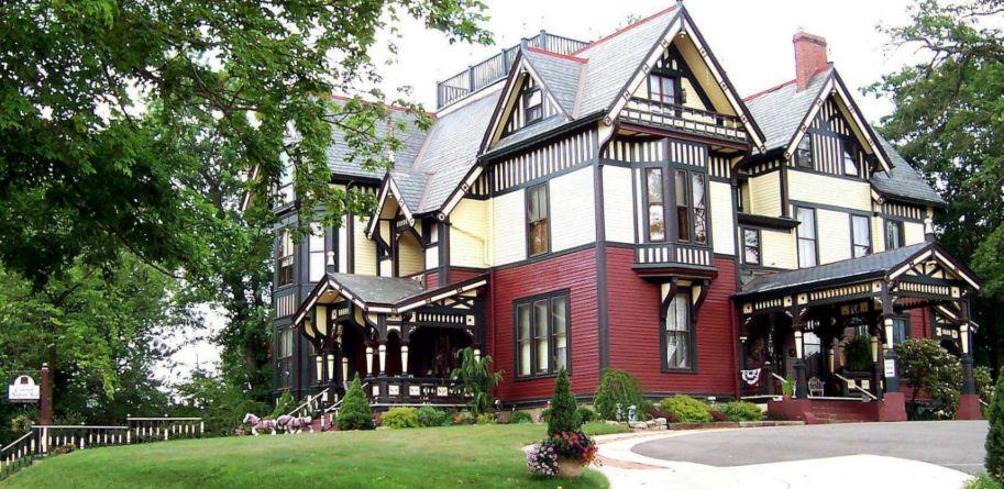 Colonel Taylor Inn | Bed and Breakfast | Cambridge, Ohio